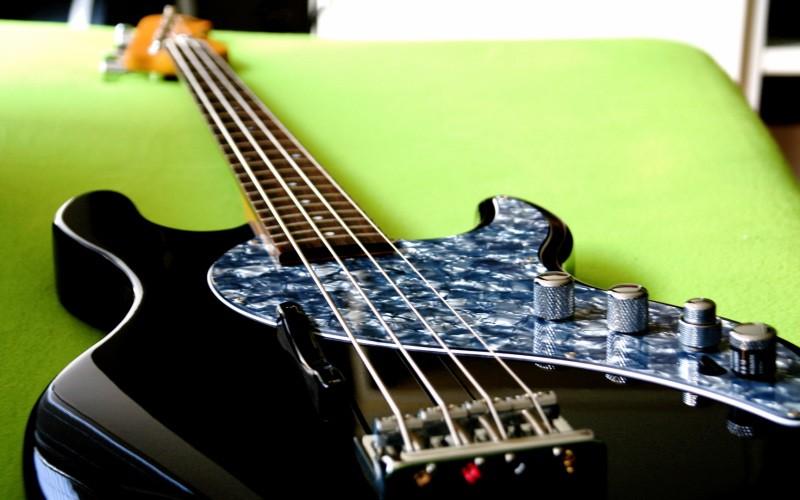 Line6 Variax Bass 700