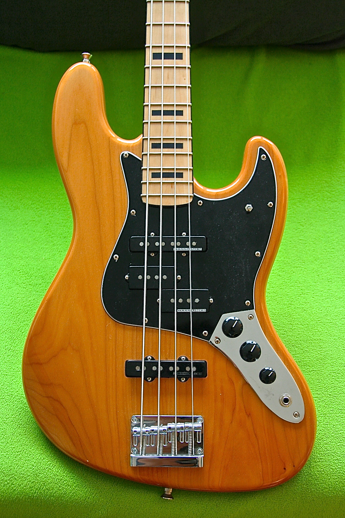 squier-Jazzbass-upgraded-5