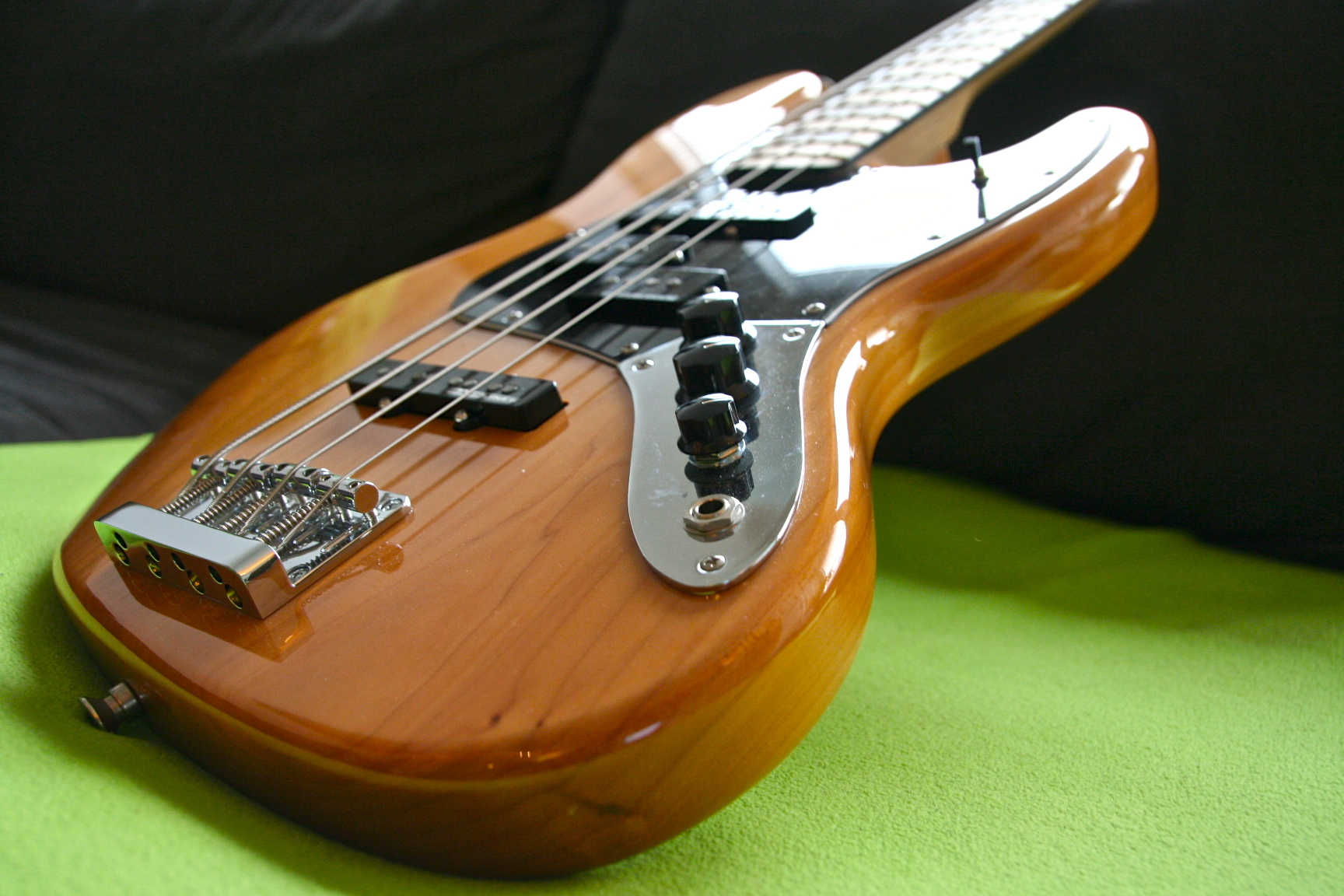 squier-Jazzbass-upgraded-6