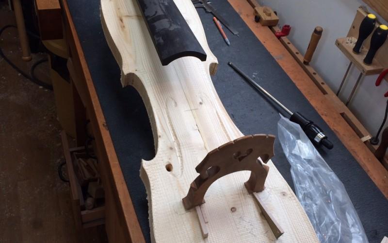 1er prototype de la contrebasse électrique